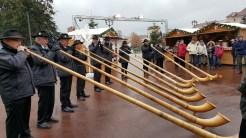 Les sonneurs de Savoie: Les sonneurs animent le Marché d'Annecy, laissez-vous-transporter par le son feutré et particulier des Cors des Alpes