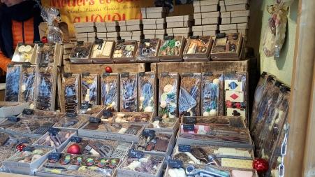 Des clés à molettes, marteaux, cadenas ou fers à cheval en chocolat dans des boites soigneusement emballées et l'idée de cadeau qui fera tant plaisir à vos proches. Offrez-lui son métier en chocolat