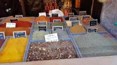 Le chalet épices du monde vous présente une large sélection d'épices, de quoi offrir des cadeaux pleins de saveurs inégalées