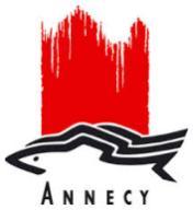 Le logo de la ville d'Annecy est caractérisé par les truites et le coup de pinceau rouge rappelant le château d'Annecy