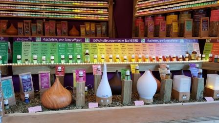 Huiles essentielles et diffuseurs de parfum : Découvrez ce chalet qui propose des produits de relaxation: Huiles essentielles, diffuseurs ou encore infusions bien être. Vous trouverez des idées zen pour toute la famille