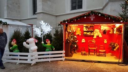 Maison du Père-Noël avec des visiteurs...